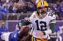 Aaron Rodgers throws 4 TD passes in snowy Packers win over New York Giants