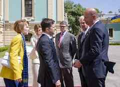 Ukrainians fear president will accept peace on Putin's terms, as questions swirl over US support