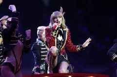 Taylor Swift calls out Scooter Braun during Billboard speech