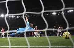 Arsenal loses to City as Spurs go 5th with win; United held