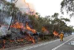 Australia on edge as bushfires flare up after lull