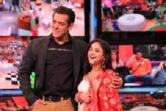 Bigg Boss 13 January 26 Update: Varun Dhawan and Shraddha Kapoor have a blast in the house