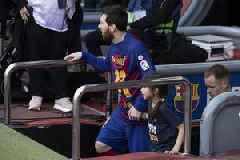 Barca deny criticising players on social media