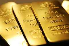 Gold Price Rises Quickly as Bitcoin Keeps Struggling