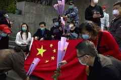 Coronavirus: China mourns thousands of 'martyrs'