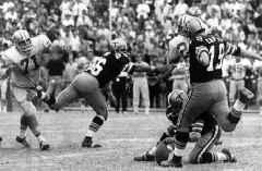 Ex-NFL kicker, Saints hero Tom Dempsey dies at 73