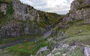 Cheddar Gorge: Valley in Somerset, England