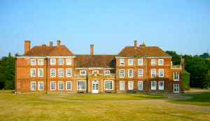 Lullingstone Castle: Historic manor house in the village of Lullingstone in England
