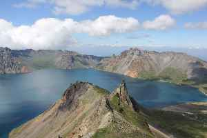 Paektu Mountain: Mountain on the China–North Korea border