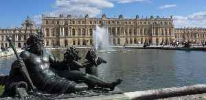 Palace of Versailles: French palace on the outskirts of Paris