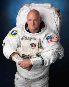 Scott Kelly (astronaut): American engineer, retired astronaut, and retired U.S. Navy captain