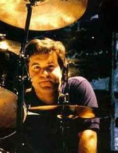 Simon Wright (musician): English drummer
