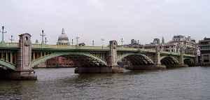 Southwark Bridge: Grade II listed steel bridge in London Borough of Southwark, United kingdom