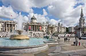 Trafalgar Square: Public space and tourist attraction in central London