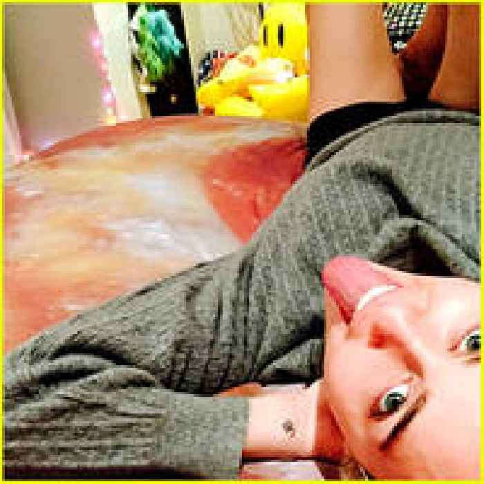 miley cyrus is bringing her pizza obsession into the bedroom one