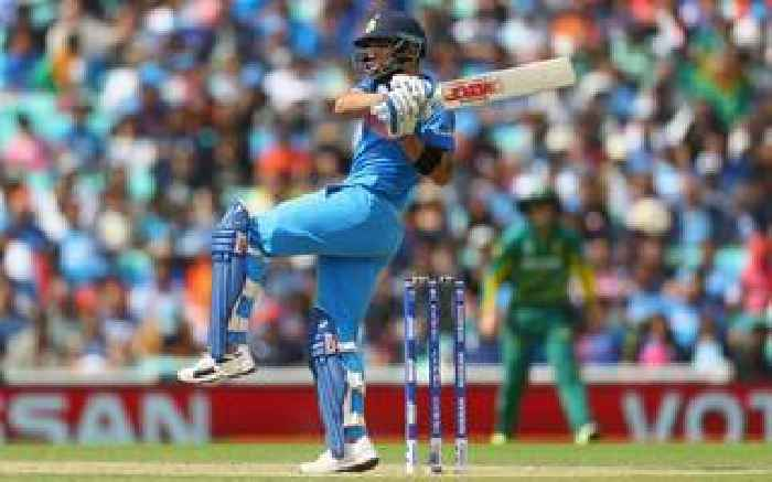 India eliminate shambolic south africa from champions for Farcical run out