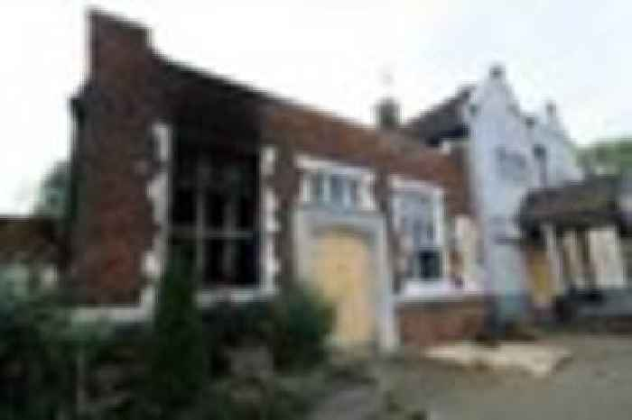 Police Confirm Fire At The Hare Amp Hounds Pub In Marsh Hill One News Page Uk