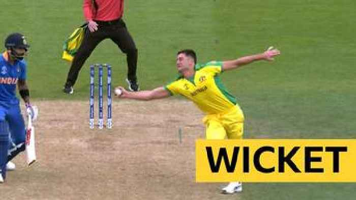 Cricket World Cup: Stoinis dismisses MS Dhoni will a brilliant reaction catch off his own bowling
