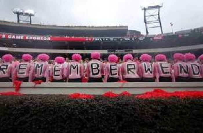 Remember Wendy: UGa fans don pink to honor Anderson's wife
