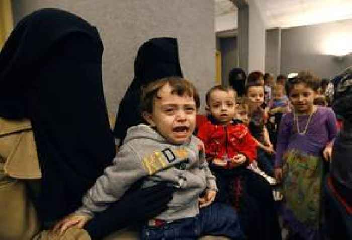 IS family members escape Syria camp