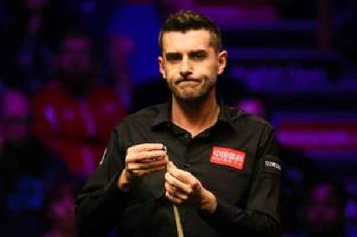 Mark Selby leaves snooker fans fuming by taking 6mins 13 secs to take one shot