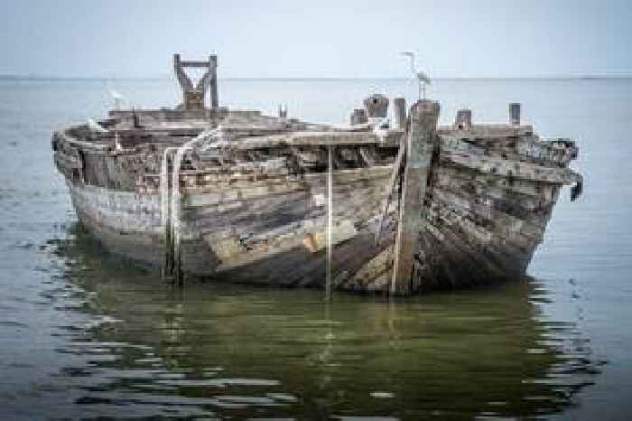 'Ghost ship' washes up on Irish coast after being abandoned over a year ago