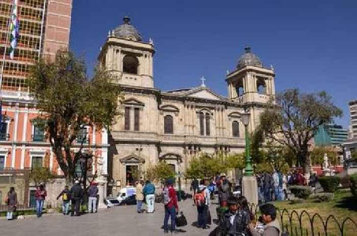 Bolivia suspends presidential elections