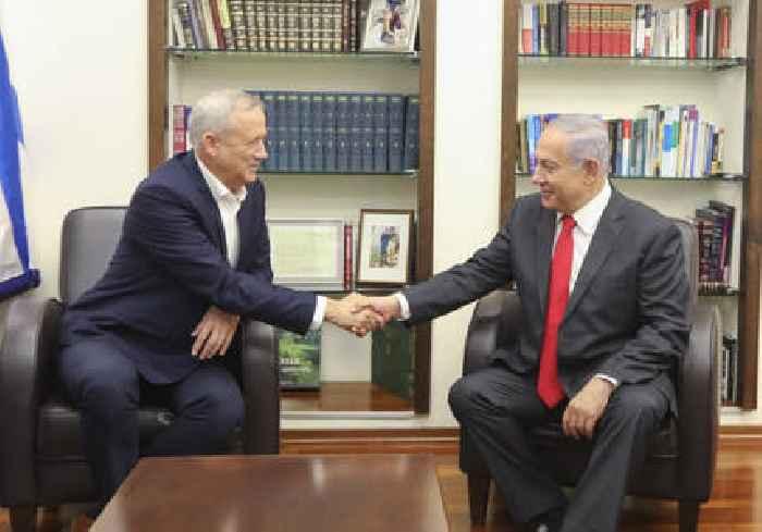 Gantz put Netanyahu's career on a respirator because of coronavirus