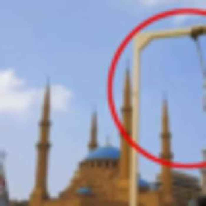 Beirut explosion: Furious protesters erect mock gallows