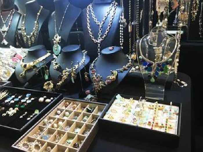 L'Atelier Nawbar is making jewelry out of glass shards from Beirut explosion to raise funds ...