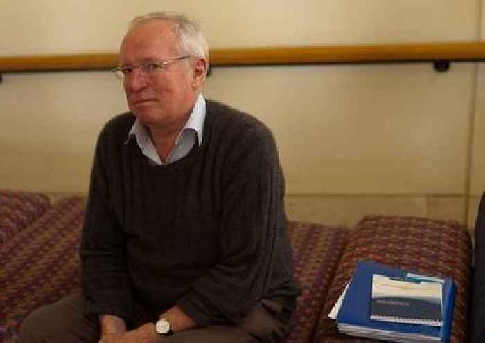 Robert Fisk, veteran UK journalist, dies aged 74