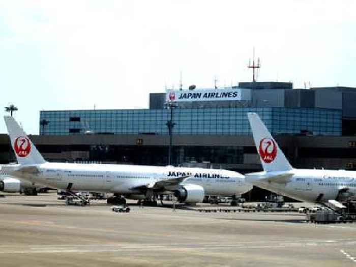 Japan Airlines to raise 1.6 billion USD by public stock offering