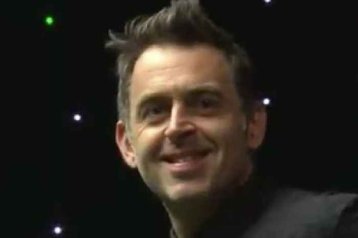 Ronnie O'Sullivan loudly trumps before blaming wind on snooker official