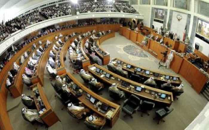 Kuwaitis vote for parliament amid economic woes