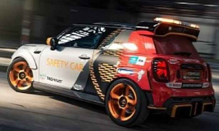 MINI Pacesetter Races Subway Ahead of Formula E Safety Car Debut