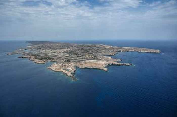 More Than 1,000 Migrants Land on Italian Island, Hundreds More Stranded in Maltese Waters