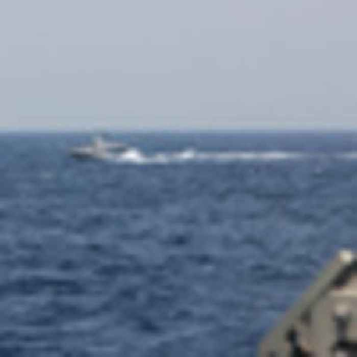 US ship fires warning shots after 'unsafe' encounter with armed Iranian speedboats