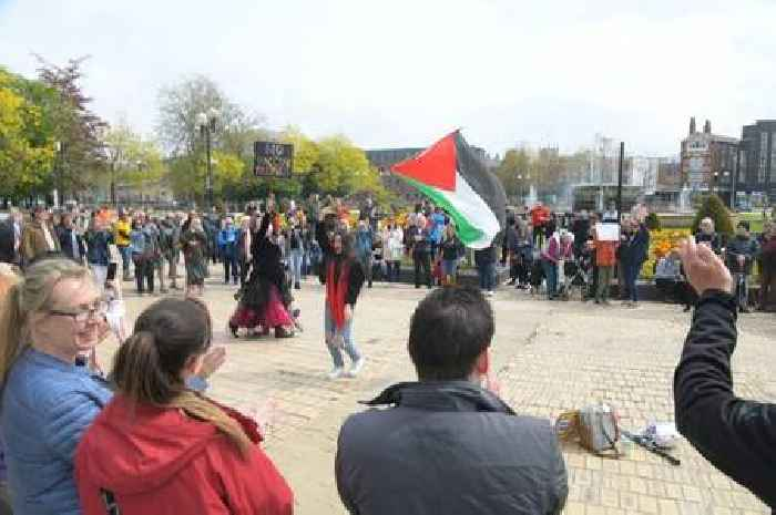Pro-Palestine and anti-lockdown protesters meet in unexpected scenes