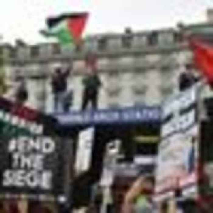 Thousands march in London to demonstrate against Gaza violence