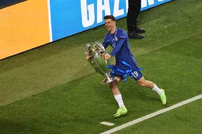 Mason Mount recreates famous Didier Drogba scene with Champions League trophy