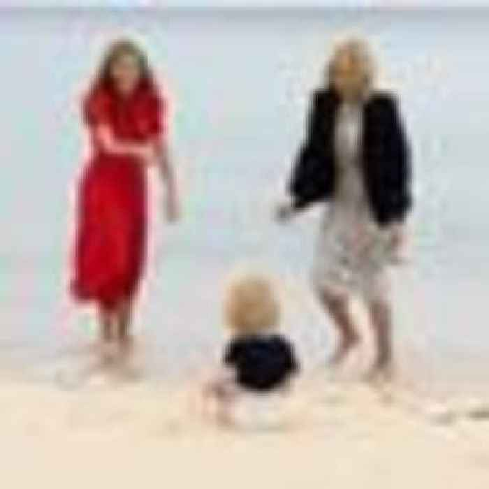 Carrie and Wilfred Johnson have fun on beach in Cornwall with US first lady