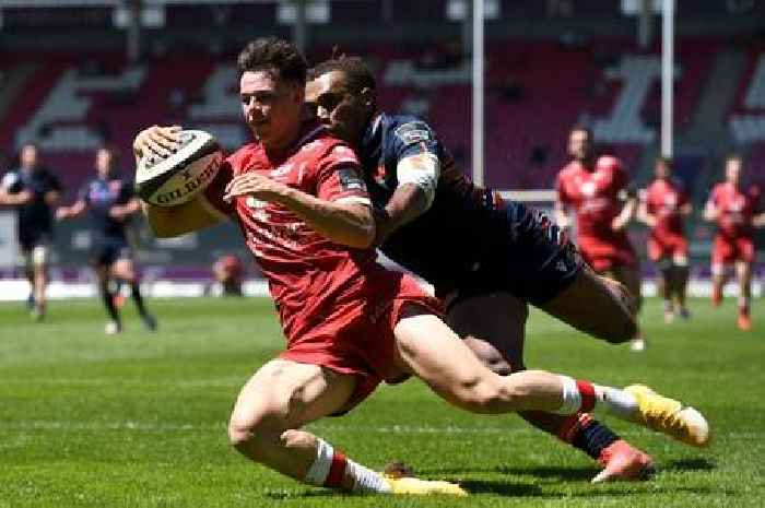 Scarlets hit by late Edinburgh comeback but Wales new boy stands out
