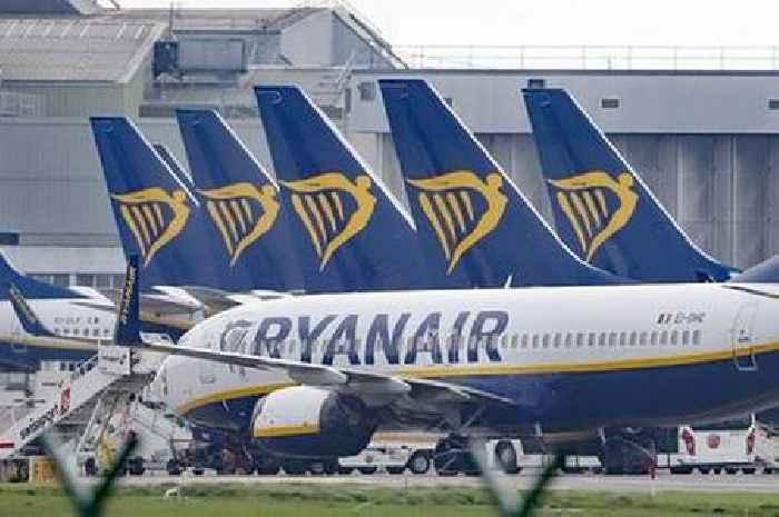 Ryanair plans legal fight against UK Government travel traffic light system