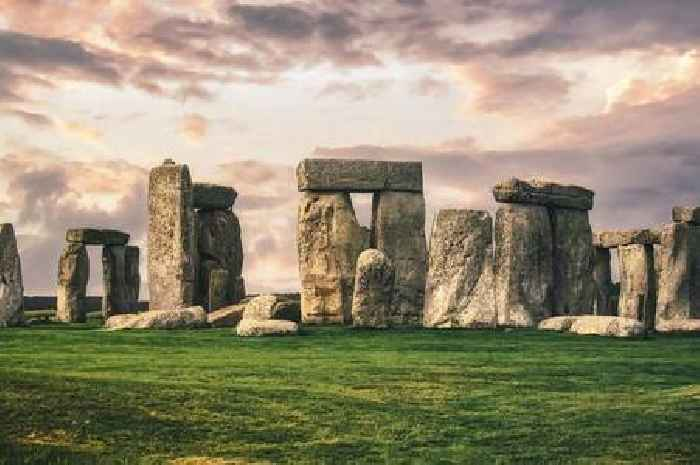 Live feed at Stonehenge 'pulled' as police disperse groups