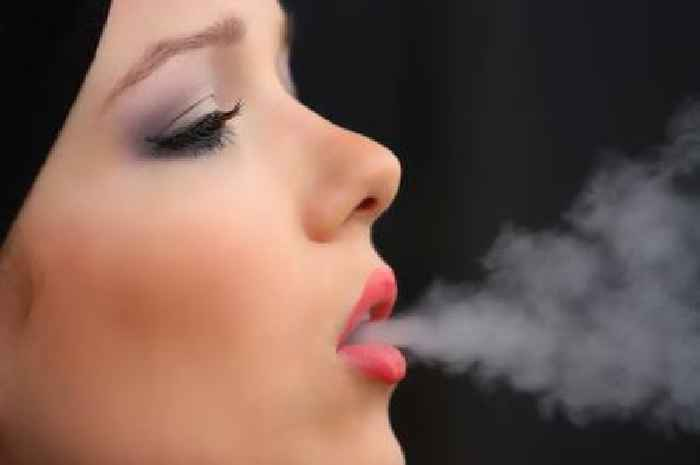 Pregnant women may be given £400 vouchers to quit smoking