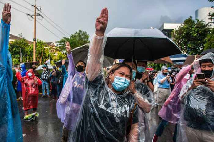 Sinovac Vaccine Alleged Inefficiency Revealed in Thailand's Leaked Documents, Pfizer Booster for Health Care Workers Paused