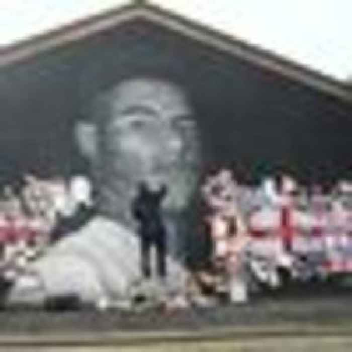 'We stand with you Marcus': Messages of support for Rashford as artist repairs vandalised mural