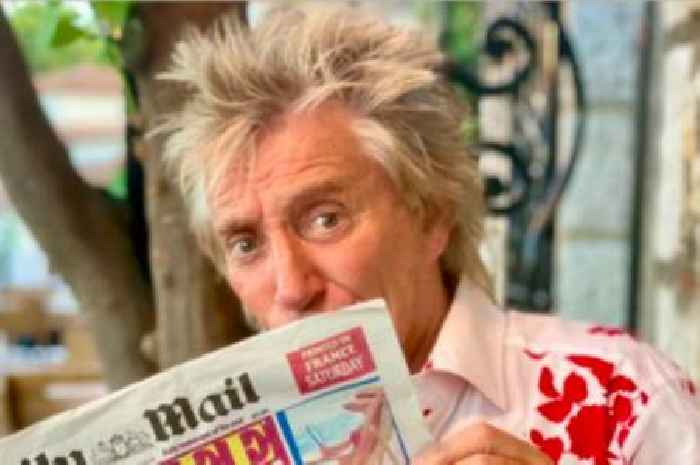 Sir Rod Stewart mocks government's rules for holidaymakers returning from France