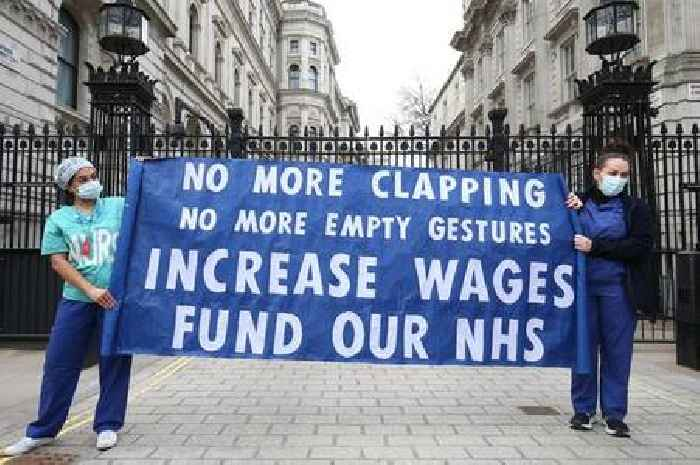 Who decides what NHS nurses should be paid?