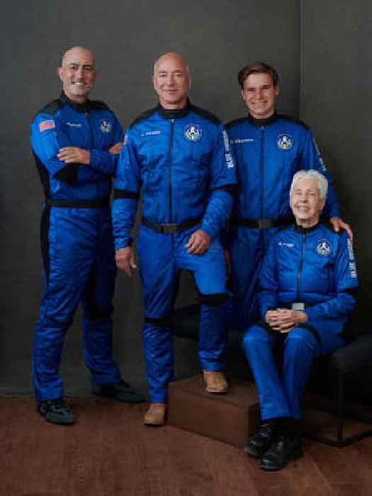 FAA Changes Astronaut Definition, Disqualifying Jeff Bezos and Richard Branson